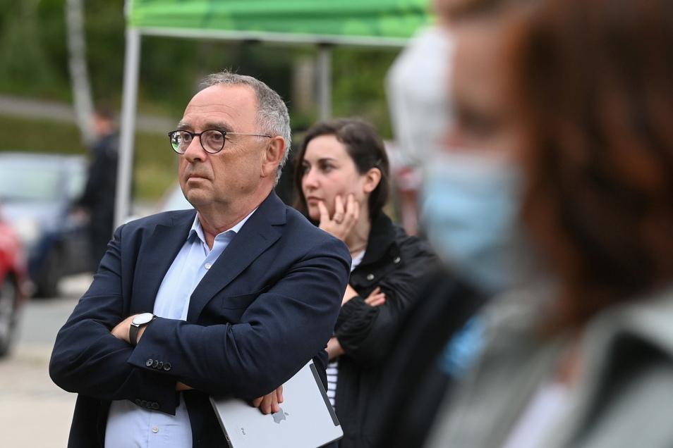 Norbert Walter-Borjans, Bundesvorsitzender der SPD, besucht eine Kundgebung gegen Rechts in Stollberg.