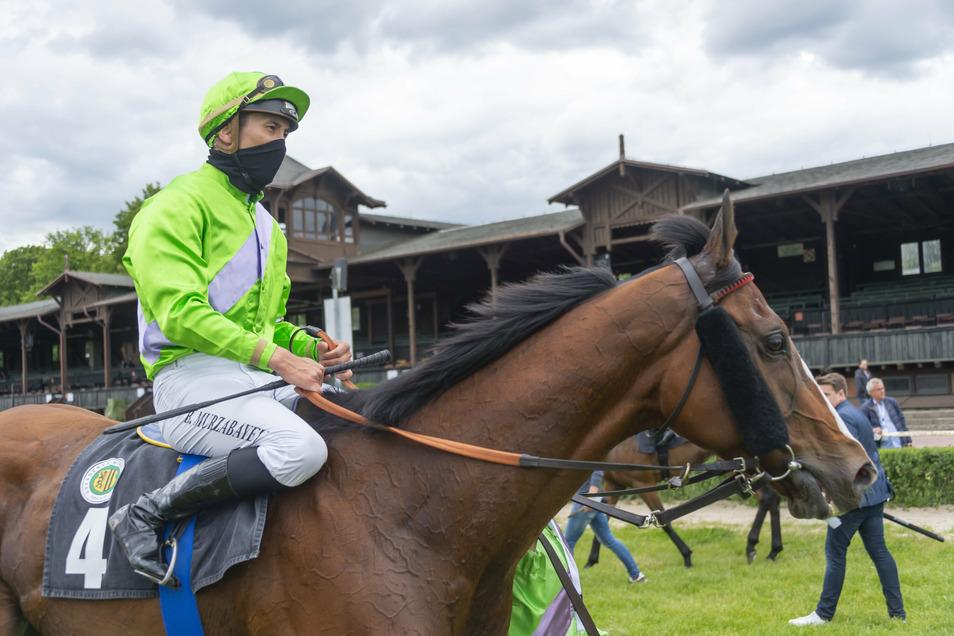 Bauyrzhan Murzabayev ist Kasache, in dieser Saison der beste Jockey in Deutschland und am Samstag in Dresden in allen neun Rennen im Einsatz.