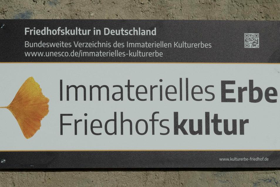 Nicht nur am Eingang neben dem Poppitzer Platz weist eine Tafel auf den neuen Titel hin. Auch am Mergendorfer Weg soll ein solches Schild angebracht werden.