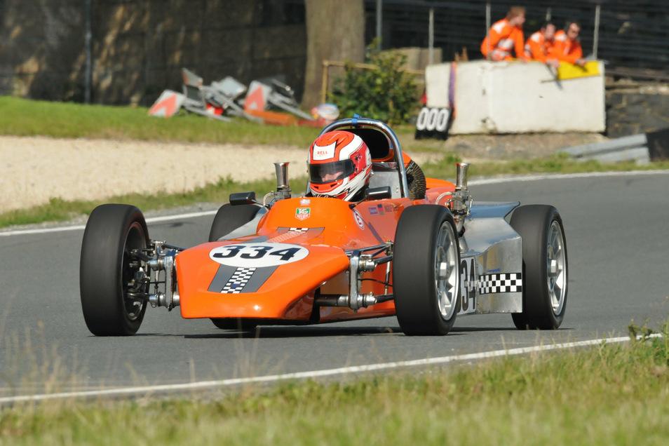 """Ingolf Sieber mit seinem """"Formel V""""-Rennwagen beim """"Schleizer Dreieck""""-Rennen."""
