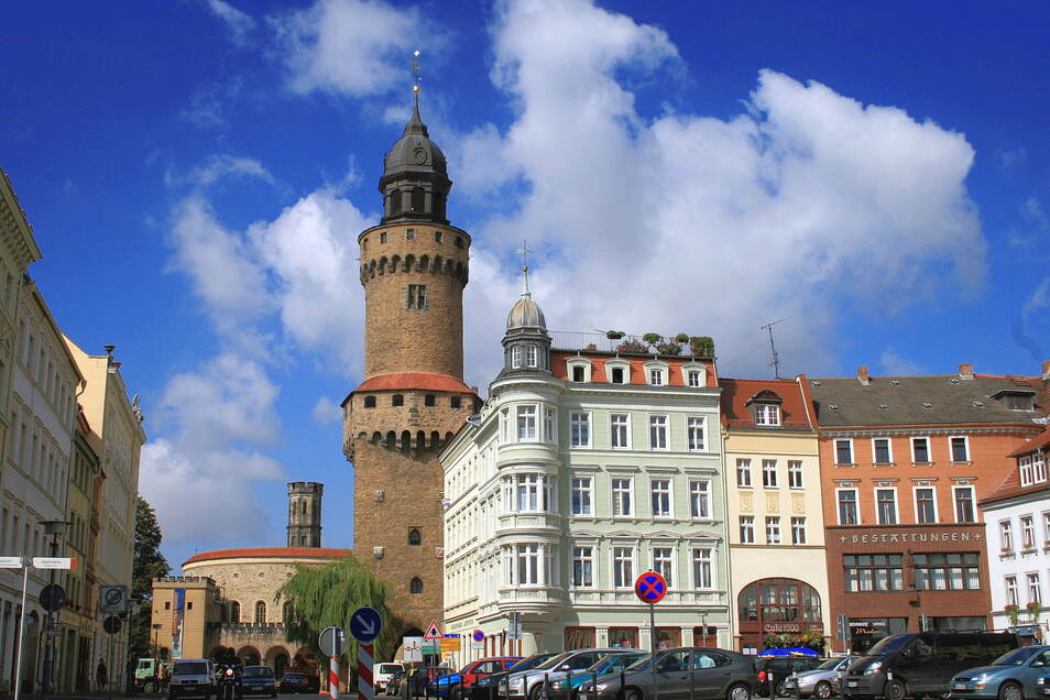 Der Reichenbacher Turm vom Görlitzer Obermarkt aus gesehen.