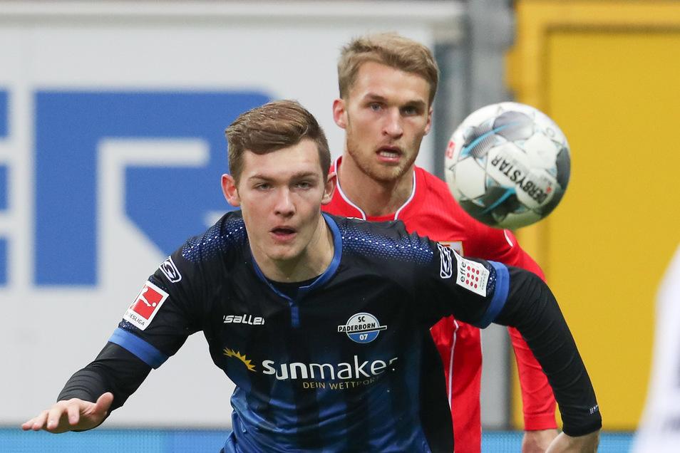 Das Duell zweier Sportwettenanbieter: Der im März als erster Profi positiv auf das Coronavirus getestete und inzwischen genesene Luca Kilian vom SC Paderborn trägt Sunmaker auf der Brust. bwin unterstützt Union Berlin.