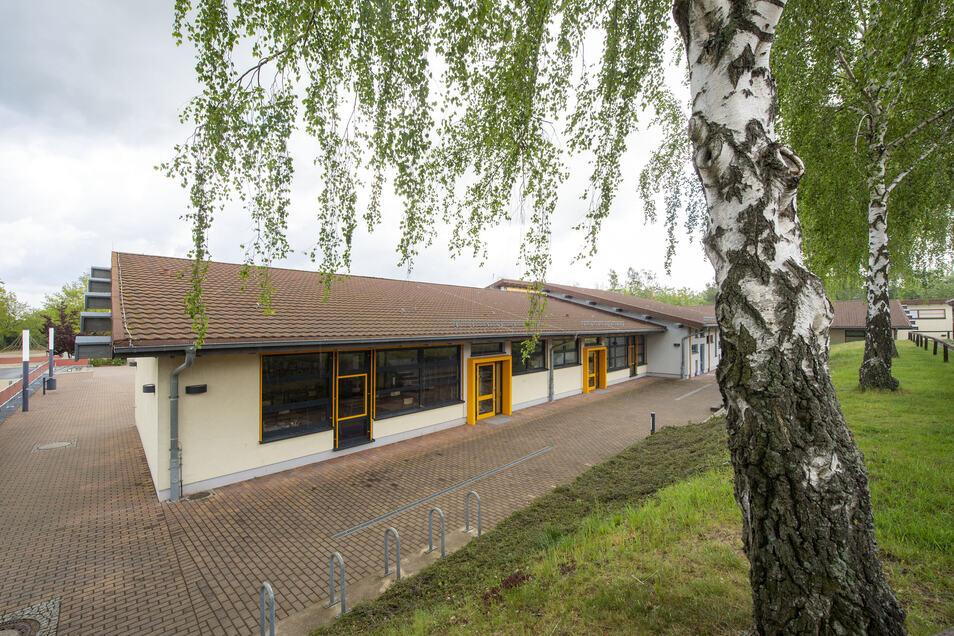 In dem zehn Jahre alten Schulhaus müssen ab Juni die Folgen eines Wasserschadens des Heizungssystems beseitigt werden.