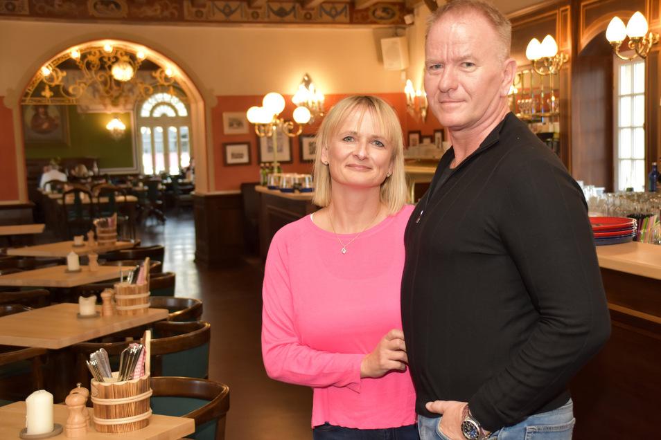 Janet und Maik Kosiol betreiben etliche Restaurants in Dresden, die am Freitag wieder öffnen. Das Italienische Dörfchen bleibt vorerst zu, weil die Touristen fehlen.
