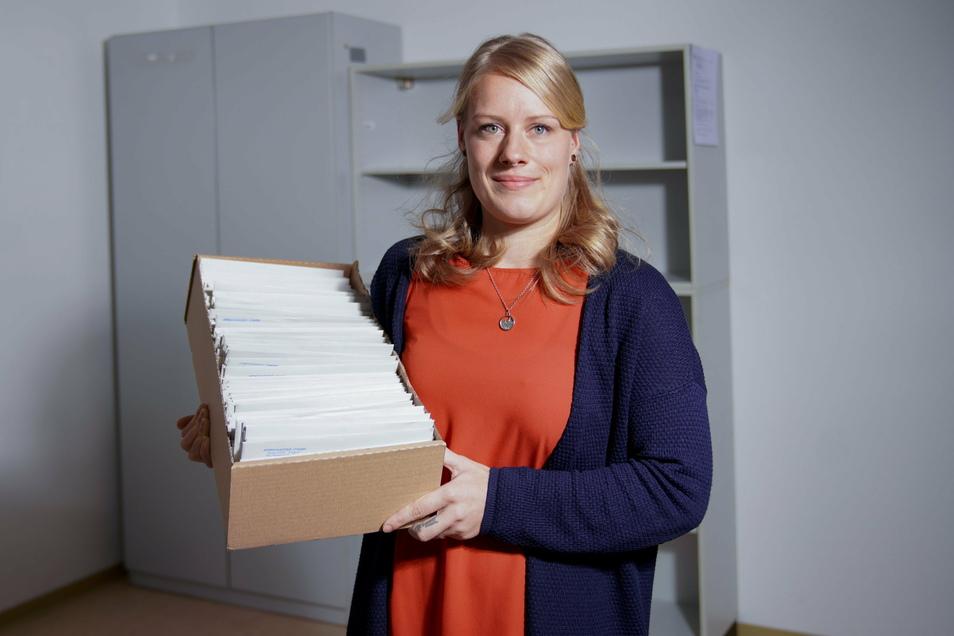 Kistenweise Corona-Bescheide: Isabel Plagemann leitet das neue Team des Gesundheitsamtes am Standort Lingnerallee.