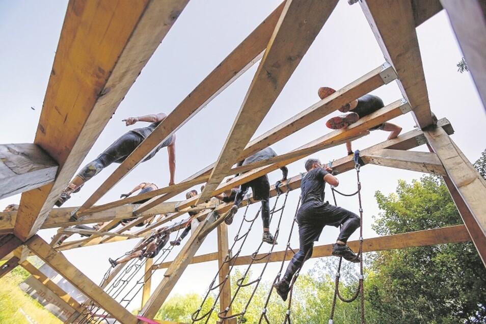 Die ultimative Herausforderung bei 33 Grad am Sonntag gab es für die 1.800 Teilnehmer beim Cross de Luxe.
