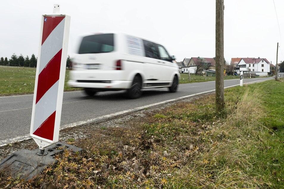 Schmale Straße, bröckelnder Fahrbahnrand: In großen Teilen Goldbachs darf jetzt nur noch maximal 30 km/h gefahren werden.