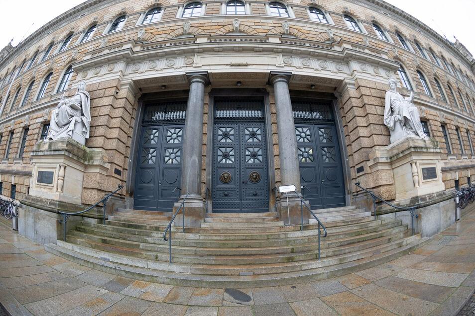 Das Landgericht Dresden ist dabei, den Wirtschaftsprüfer der früheren Infinus-Gruppe zu millionenschweren Rückzahlungen zu verurteilen.