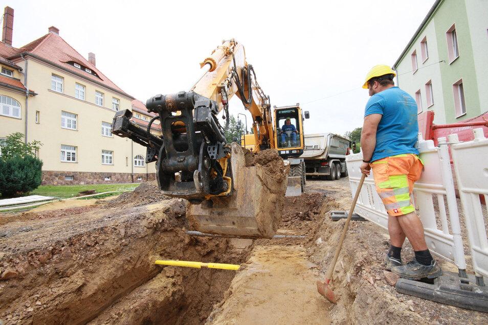 In der Ernst-Toller-Straße läuft derzeit die Erneuerung des Mischwasserkanals. Gleiches soll in diesem Jahr auch noch auf dem Lindenplatz passieren.