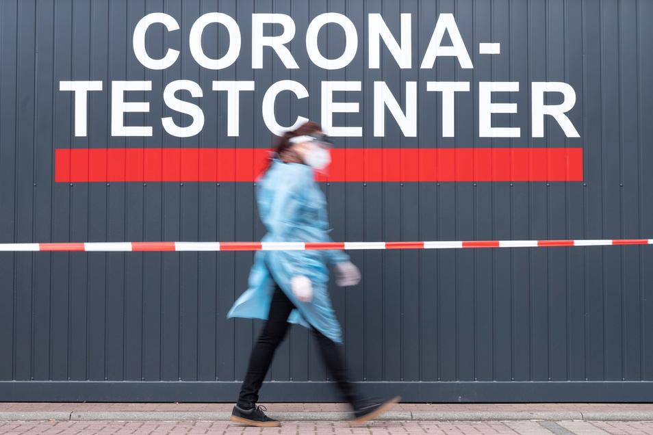 Am Freitag meldete das sächsische Gesundheitsministerium mehr als 1.800 Corona-Neuinfektionen in 24 Stunden.