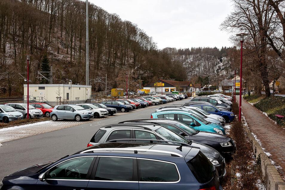 Auf dem Parkplatz am Ortseingang von Tharandt soll sich die Situation für Pendler verbessern.