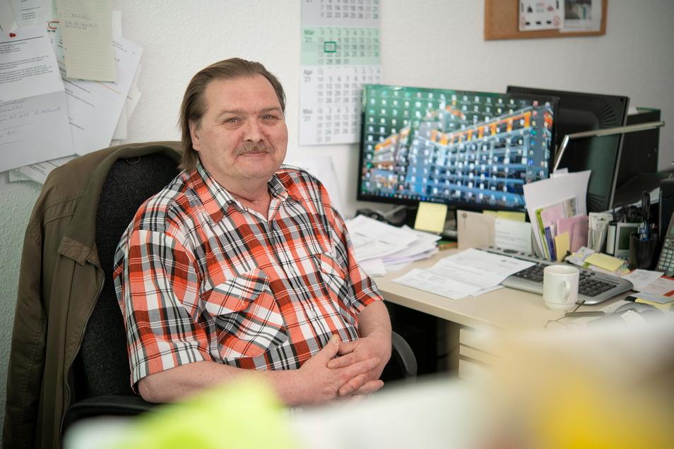 EU-Rentner Jens Bogawski arbeitet 36 Stunden pro Woche ehrenamtlich als Sozialberater. Während der Pandemie beobachtet er mehr Gewalt in Familien.