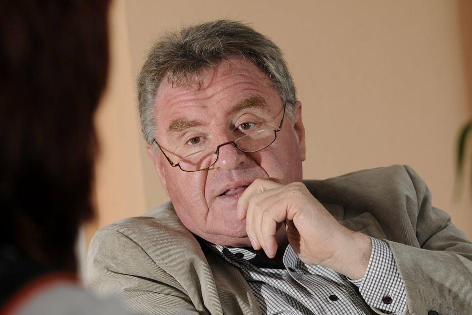 Schönfelds Bürgermeister ist beunruhigt. Die Corona-Erkrankung von 51 Bewohnern und 20 Mitarbeitern der Seniorenresidenz am Schlosspark bereitet Hans-Joachim-Weigel berechtigte Sorgen.