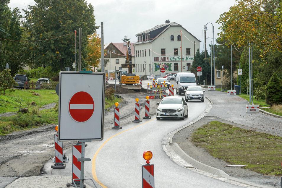 Seit Monaten ist die B 98 von Rammenau in Richtung Bischofswerda gesperrt. Das bleibt vorerst bis zur Winterpause so.