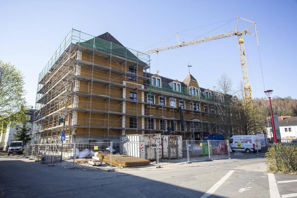 Die Geschwister-Scholl-Schule in Freital-Hainsberg wird in 30-monatiger Bauzeit komplett saniert.
