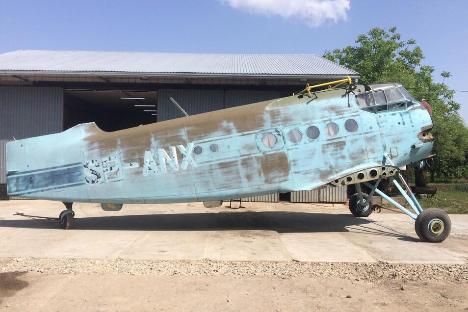 """So sah die Antonov AN2 ursprünglich aus. Hier auf ihrem """"Landplatz"""" in Polen, wo Erik Herbert sie auch gekauft hat."""