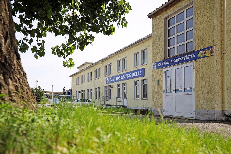 Noch ist der Gastroservice Selle am Traditionsstandort am Riesaer Stahlwerk zu finden - aber nur noch bis Ende August.