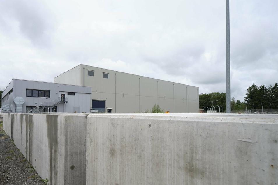 Das Abfall-Zwischenlager Unterweser 2 der BGZ in Niedersachsen. Das zugehörige Kernkraftwerk wurde ebenfalls 2011 abgeschaltet.