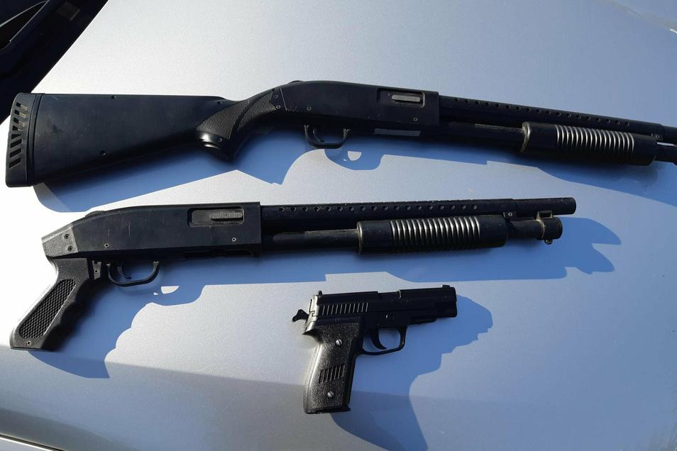 Drei Softair-Waffen fanden Bundespolizisten in der Nähe von Bautzen in einem Auto.