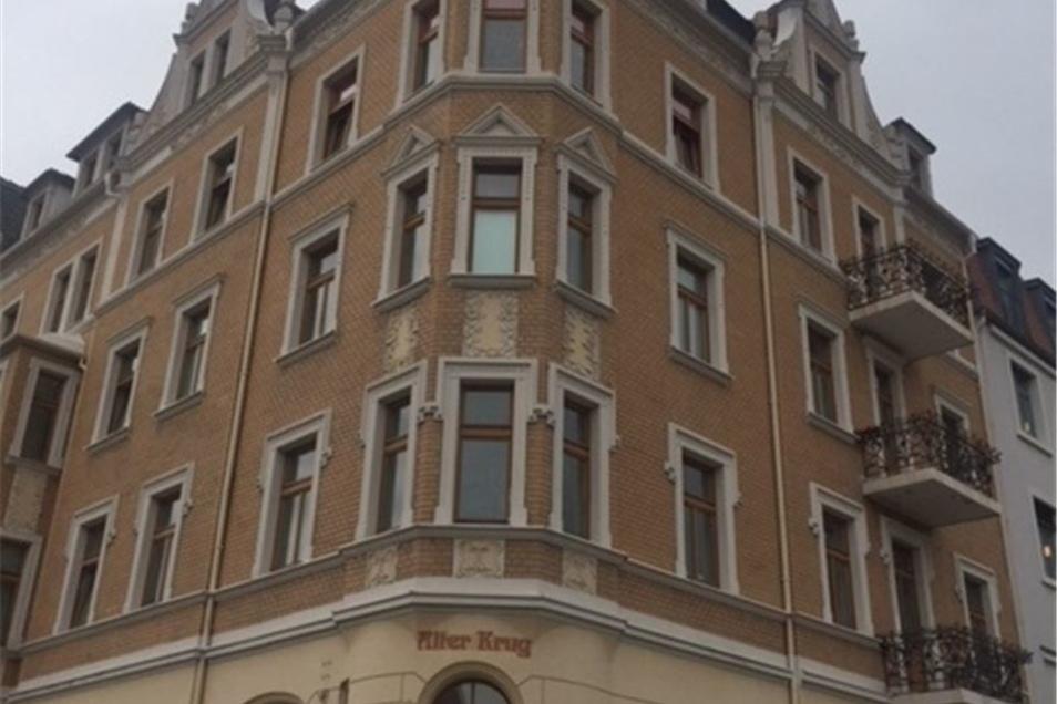 Das historische Haus prägt den Löbauer Neumarkt.