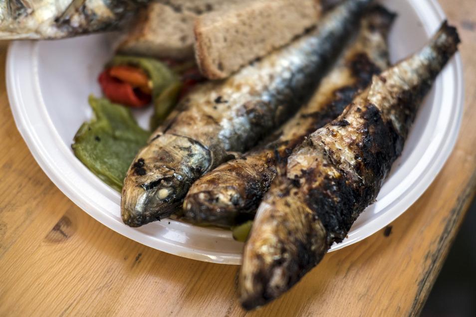 Leckerer und geschmacksintensiver Snack für zwischendurch: Sardinen vom Grill.