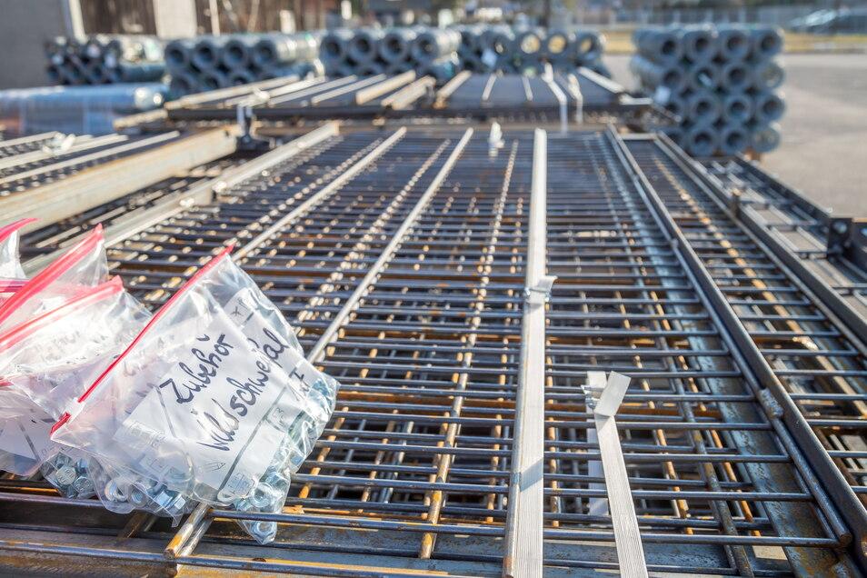 Im Raum Zittau soll zusätzlicher fester Zaun installiert werden. Hier wie überall im Landkreis gibt es jedoch ein Problem: Das Material wird in Größenordnungen geklaut. Dagegen soll künstliche DNA eingesetzt werden, um die Diebstähle zu erschweren..