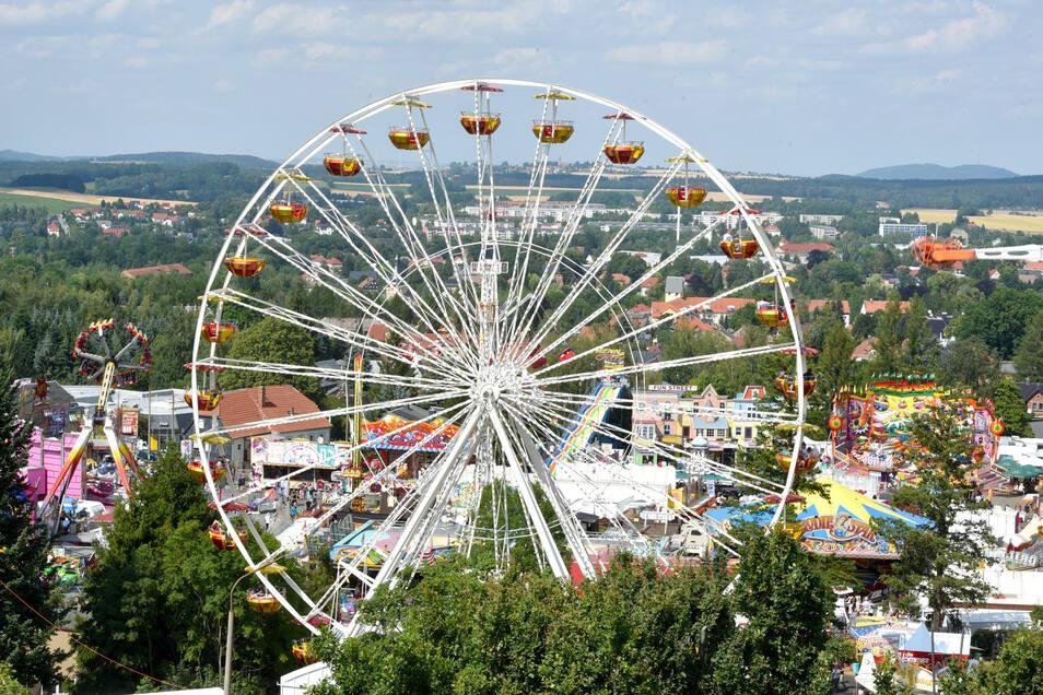 So sieht's jeden Sommer auf dem Jacobimarkt aus: Ein Blick vom Eiskeller auf den Festplatz.