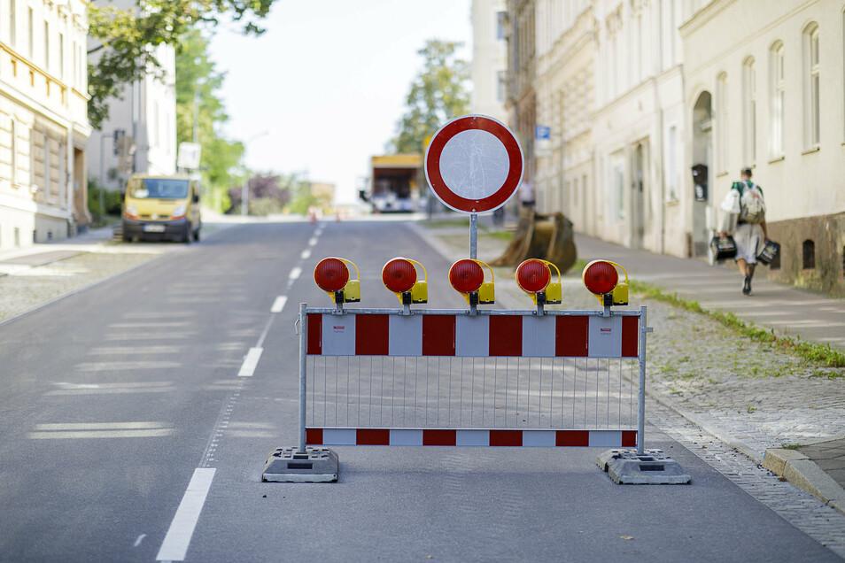 Die Biesnitzer Straße ist so gut wie fertig. Ab Dienstagnachmittag soll sie durchgängig befahrbar sein.