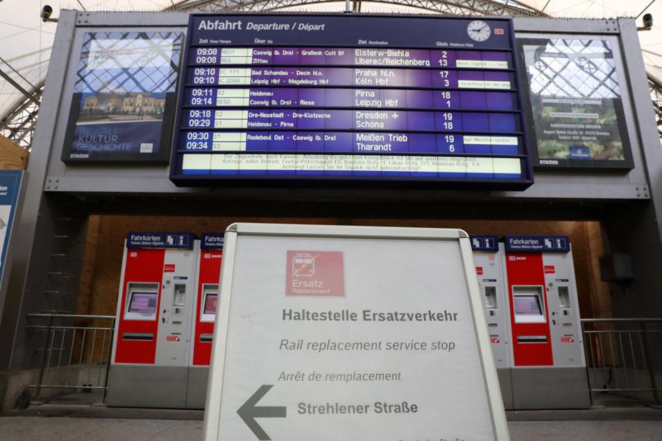 Bitte Bus fahren: Die Städtebahn Sachsen ist pleite, ihre vier Strecken brauchen wochenlang einen Ersatzfahrplan.