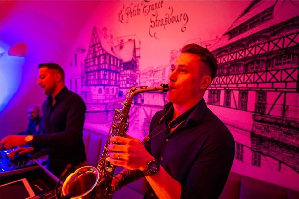 """Jeyjey Sax mit vollem Einsatz während des Konzerts auf dem Kneipenfestival """"Görlitz rockt""""."""