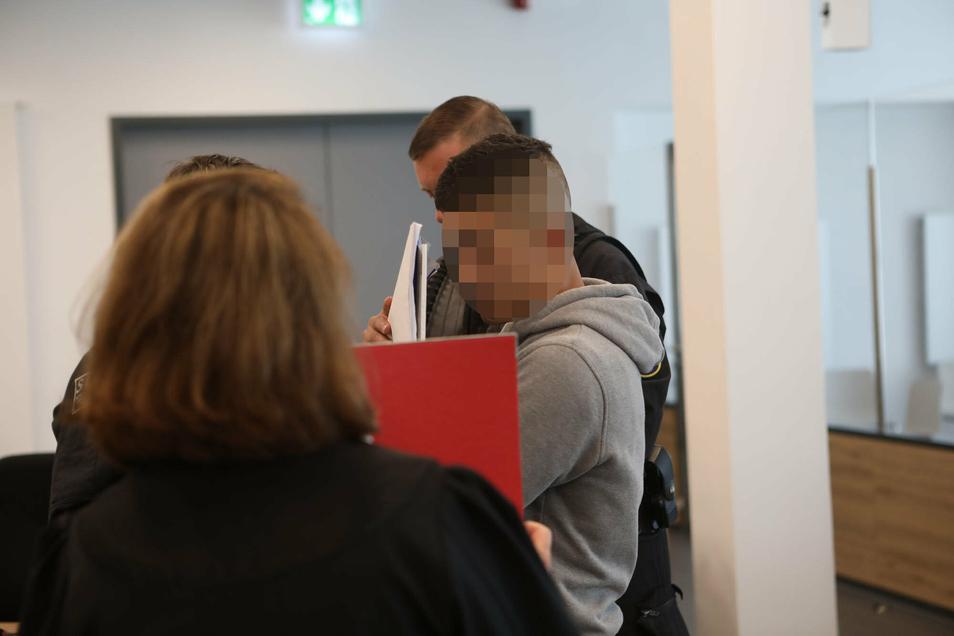 Abdullah A. H. H. bei einem früheren Gerichtstermin. Im November 2018 wurde der Syrer vom 4. Strafsenat des Oberlandesgerichts Dresden zu zwei Jahren und neun Monaten Jugendstrafe verurteilt.