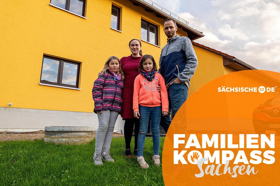 Roswitha Hunold ist mit ihrem Mann Sascha und den Töchtern Renate (li) und Freya aus Dresden nach Stolpen gezogen.