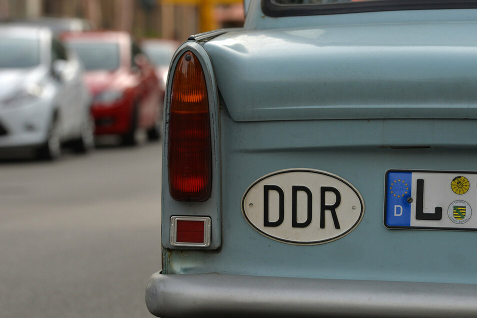 Der Trabi gehörte zum Straßenbild in der DDR. Erinnerungen an diese Zeit und die 30 Jahre nach der Wende werden jetzt in Kamenz gesucht.