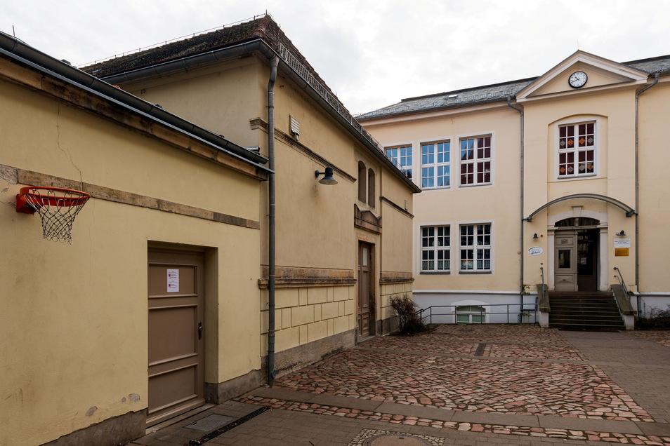Zu klein für den Tischtennis-Verein: Die Turnhalle in Königstein.