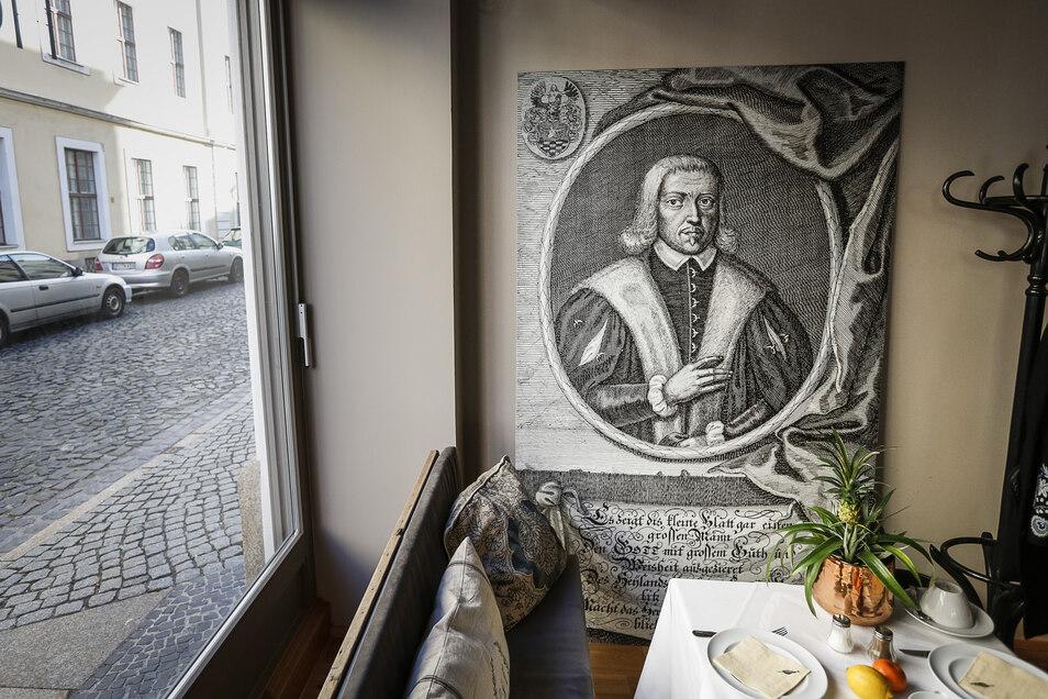 Der Namensgeber für das Hotel, Georg Emmerich, ist auch im Restaurant zu finden.