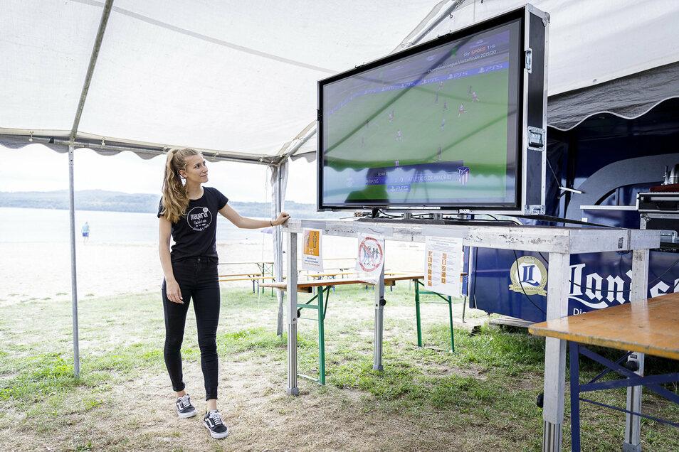 Emily Linn von der neuen Strandbar am Berzdorfer See. Hier ist in diesem Jahr erstmals Public Viewing der Champions League zu erleben.