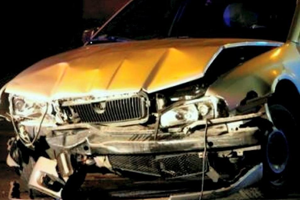 So sah am Ende das Auto aus, mit dem der Täter auf seiner Flucht in Jelenia Gora einen 37-jährigen Fußgänger tötete.