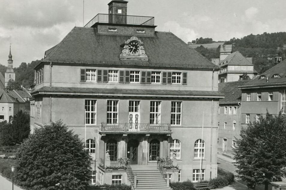Das Gebäude des heutigen Deutsches Uhrenmuseums wurde über 40 Jahre als Ingenieurschule für Feinwerktechnik genutzt. Etwa 2.500 Frauen und Männer studierten hier.