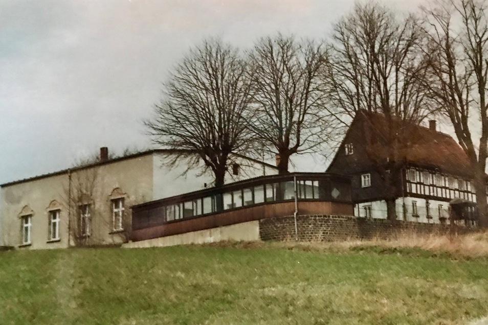 Die alte Aufnahme zeigt, wie es auf dem Windmühlberg Anfang der 1990er Jahre aussah. Seinen Namen hat das Gelände von einer echten Windmühle. Sie stand aber nur bis 1850 hier.