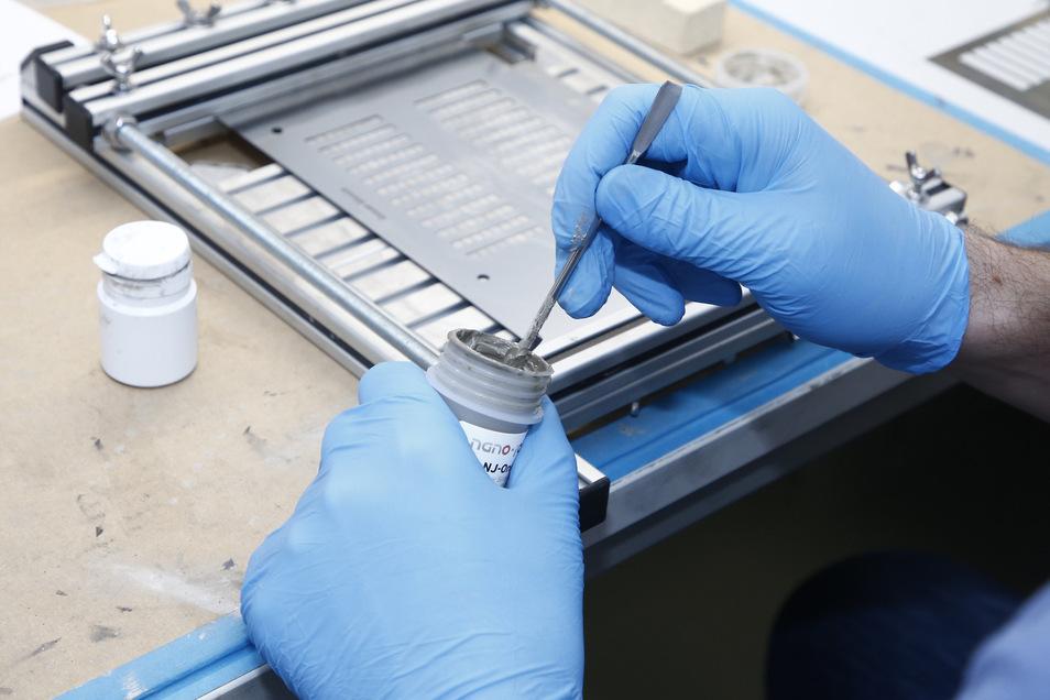 Die Heizsysteme werden teilweise in Handarbeit zusammengesetzt.