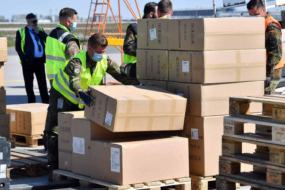 10,3 Millionen OP-Masken, FFP2- und FFP3-Masken landeten am Montag auf dem Flughafen Leipzig/Halle.