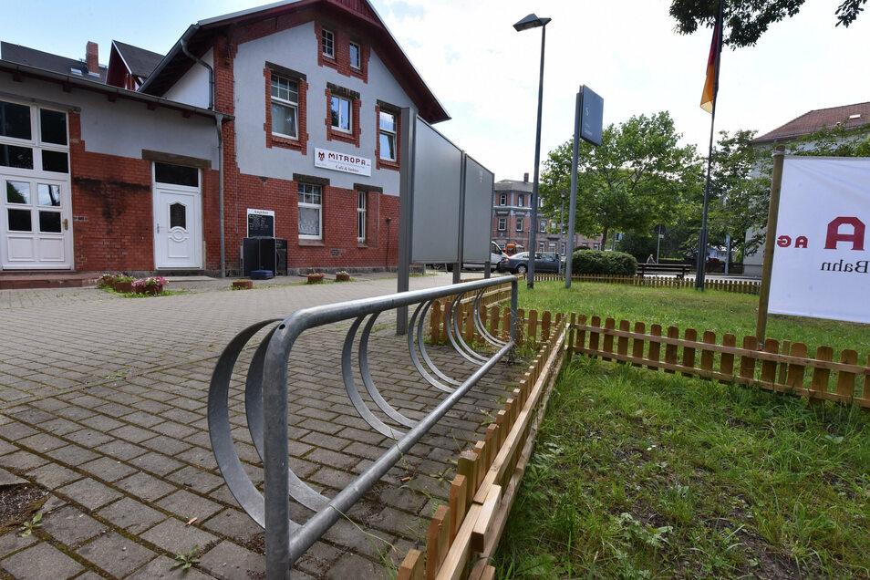 """""""Felgenfresser"""" nennen Radfahrer bezeichnenderweise die Radständer wie hier am Bahnhof Deuben. Sonderlich beliebt sind sie nicht, zumal sich Räder dort kaum diebstahlsicher anschließen lassen."""