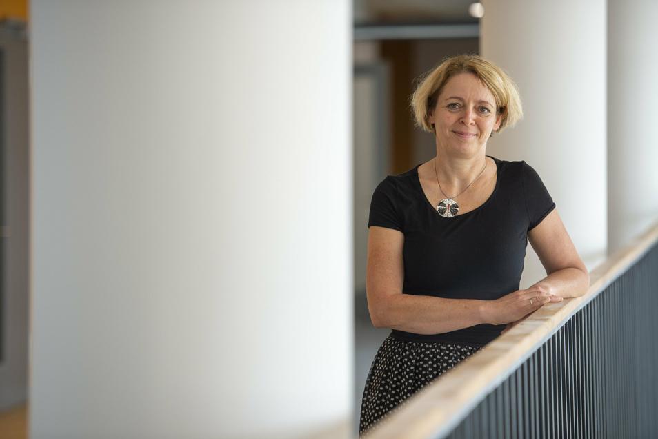 Das Warten hat ein Ende. Schulleiterin Katja Laetsch im Wilsdruffer Neubau ihres Gymnasiums.