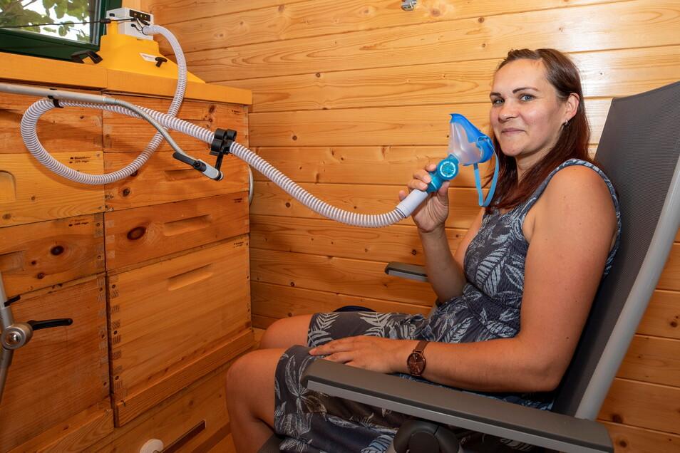 Susann Gröger aus Heidenau setzt nach einer Corona-Infektion auf die Kraft der Bienen.