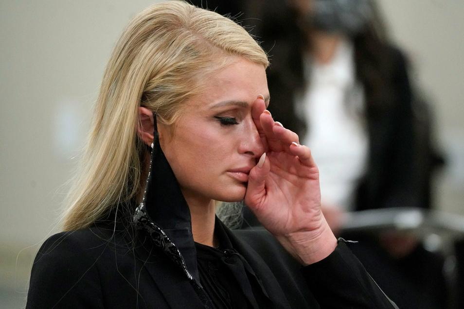 Society-Star und Millionenerbin Paris Hilton hat über die psychologische und körperliche Gewalt gesprochen, die ihr während der Schulzeit auf einem privaten Internat widerfahren sein soll.