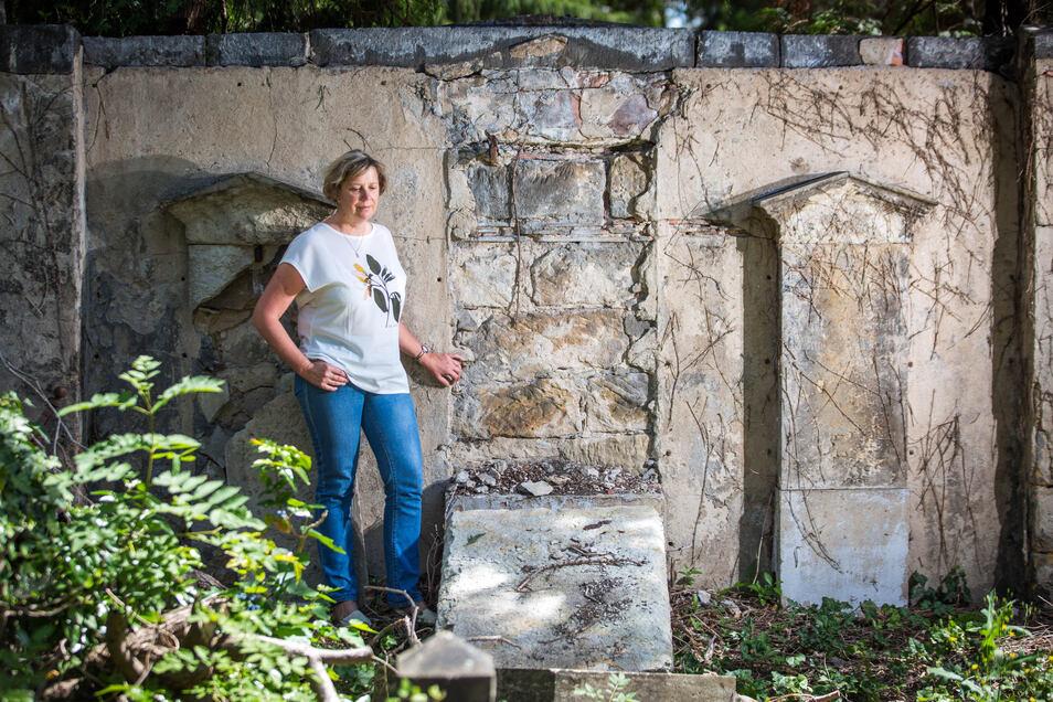 """Friedhofsverwalterin Ellen Hönl hofft auf ein baldiges Umdenken in der Gesellschaft, """"bevor es zu spät ist""""."""