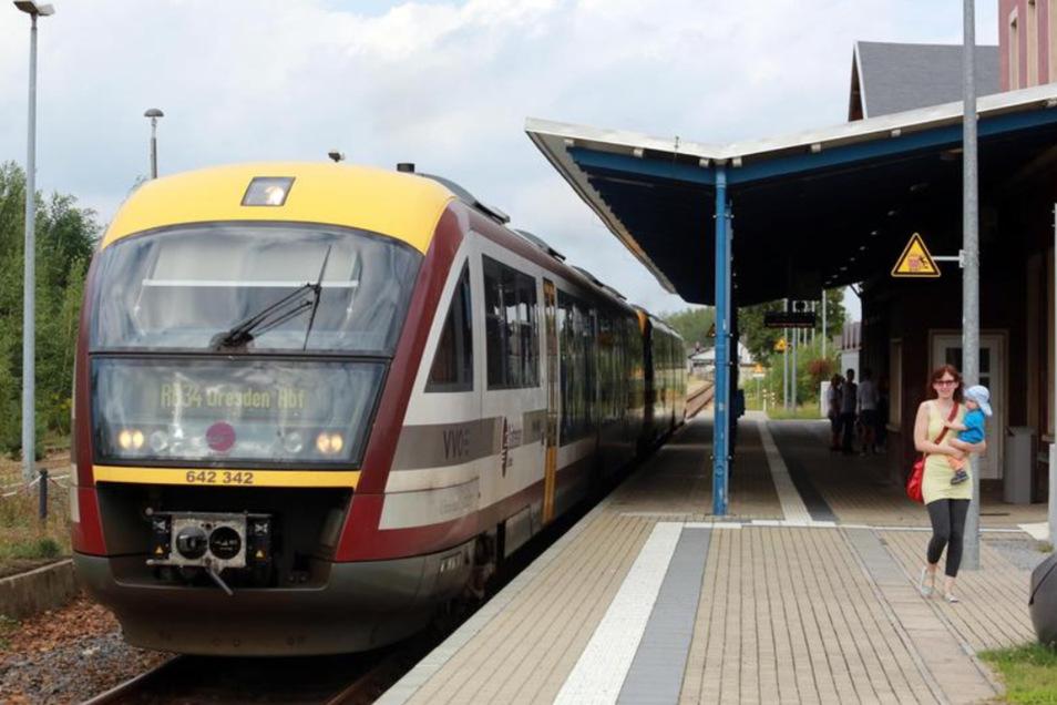 Ein Bild wie aus vertrauten Tagen: Die Städtebahn Sachsen hat den vorläufigen Streckenbetrieb zwischen Dresden und Kamenz wieder aufgenommen. Bis zur Not-Neuvergabe des Dieselnetzes durch den VVO.
