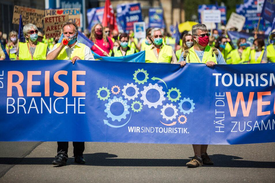 Den Demonstranten reichen Kredite nicht, sie wollen Hilfen, die nicht zurückgezahlt werden müssen