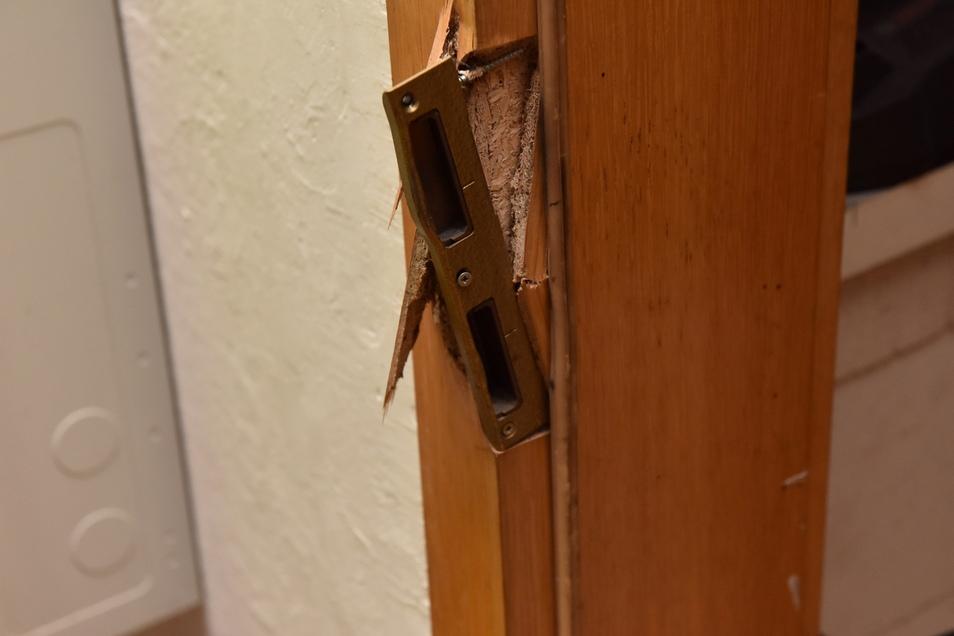 Dabei wurde das Türschloss zerstört.