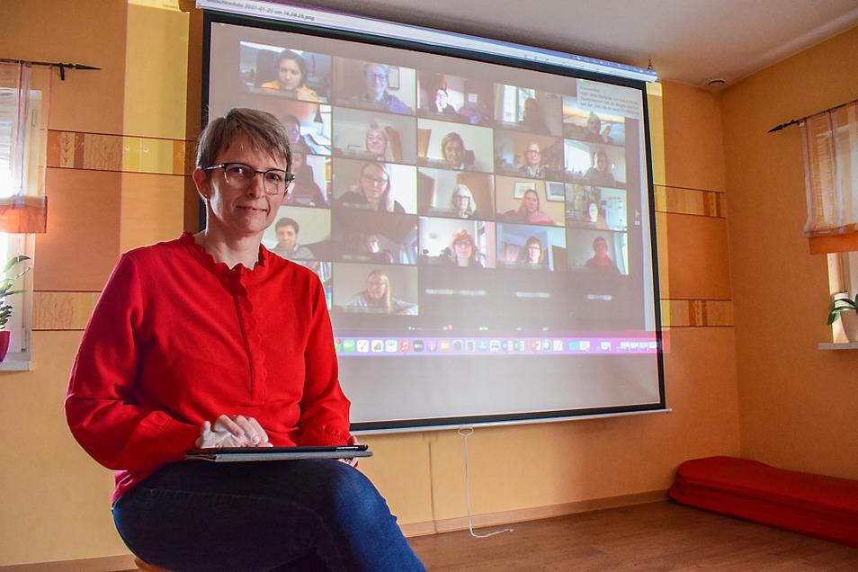 Stephanie Hahn-Schaffarczyk ist erste Vorsitzende des Sächsischen Hebammenverbandes. Konferenzen finden zur Zeit online statt. Das hat ihr viele Wege und damit viel Zeit erspart. Von zu Hause aus gibt die Hebamme auch Kurse.